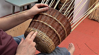 How to Weave a Willow Basket - Beginners Guide
