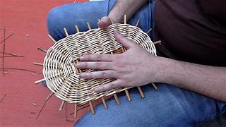 Weaving an oval willow base in randing: Tutorial