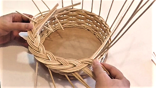 Willow basket weaving: Plait borders - video tutorial