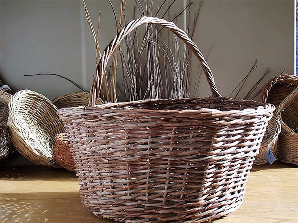 Mastic Tree Basket With a Center Handle