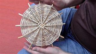 Weaving a round base - Pairing