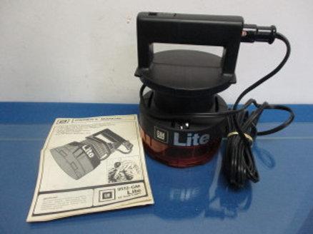 gm 12 volt auto light, plugs into lighter