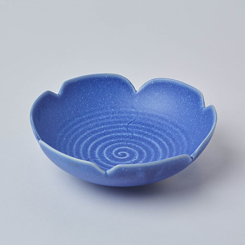 Inexpensive Lims dinnerware that is microwaveable and dishwasher safe. Sturdy ceramics made with mineral glaze, made in Asia.