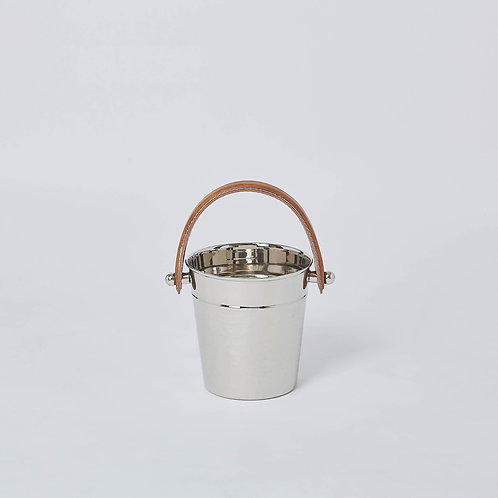 Serveware and ice bucket at affordable prices. Delivery in Singapore available Well-priced and value for money optio