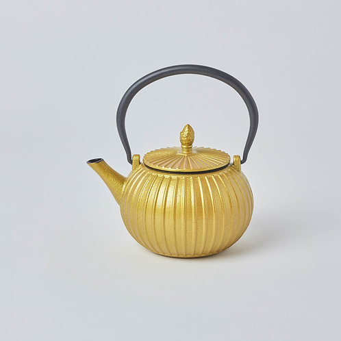 Wide variety tea drinking gifts.  Free delivery in Singapore.  Affordable Tetsubin, Cast iron Teapots.