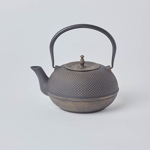 Free delivery in Singapore. Tetsubin, Cast iron Teapots. Wide variety of affordable tea drinking gifts.