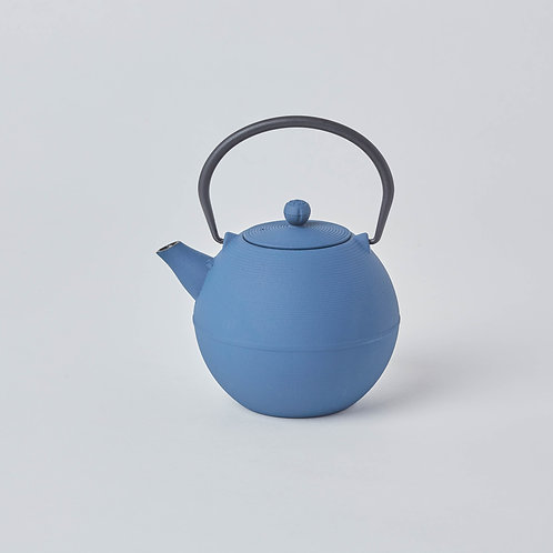 Affordable Tetsubin, Cast iron Teapots. Free delivery in Singapore. Wide variety tea drinking gifts.