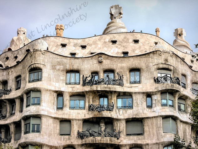 07 Gaudi building, Barcelona.jpg