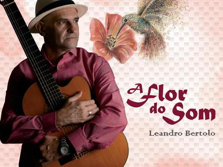 A Flor do Som de Leandro Bertolo