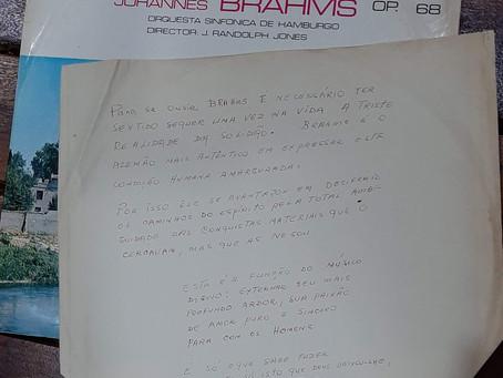 Uma carta perdida dentro do velho LP de Brahms
