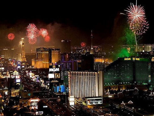 July 4th Las Vegas Fireworks.jpg - New York 4th of July - Pet Friendly yellow pages - HOLIDAYS - 4th of July - Roman Candles