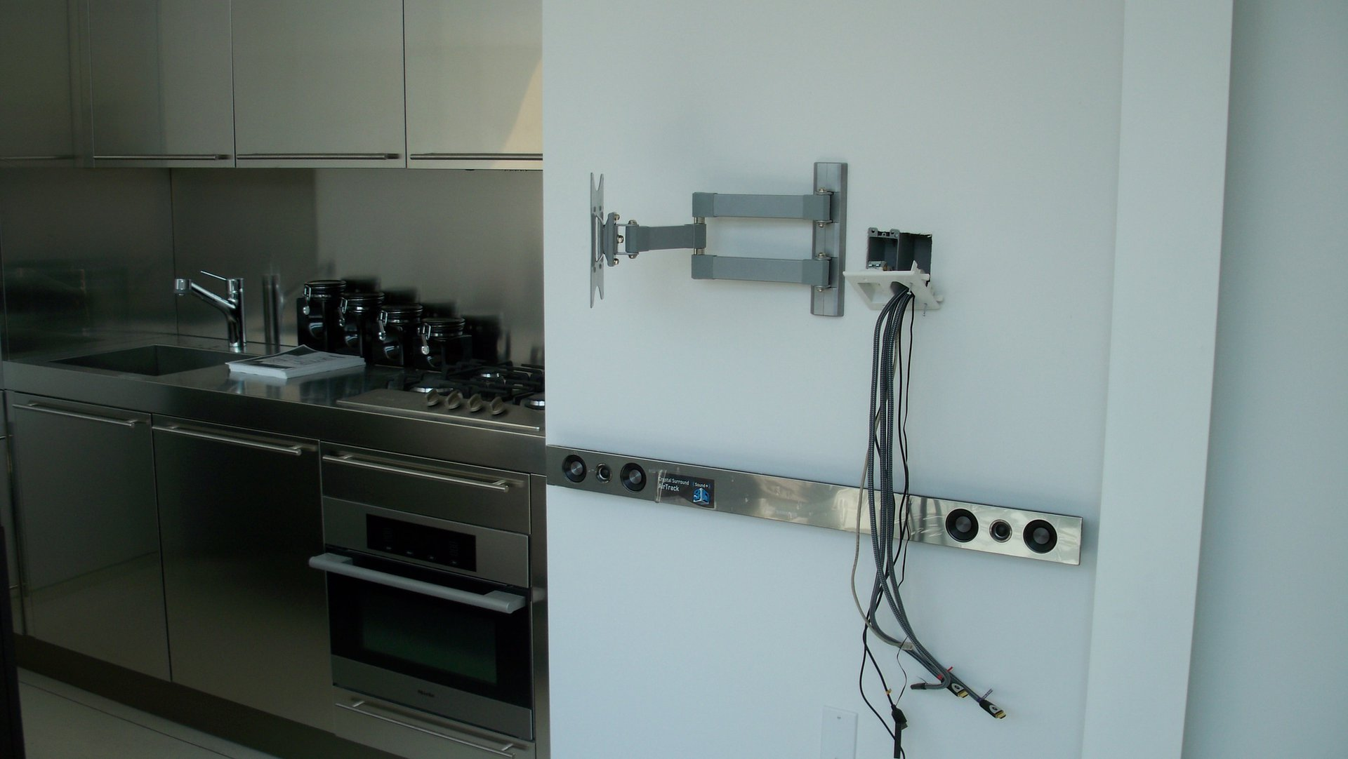 KITCHEN TV & SOUND BAR