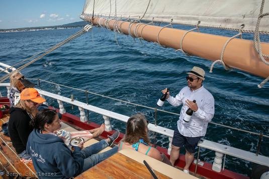 rockland dinner cruise drinks-min.jpg