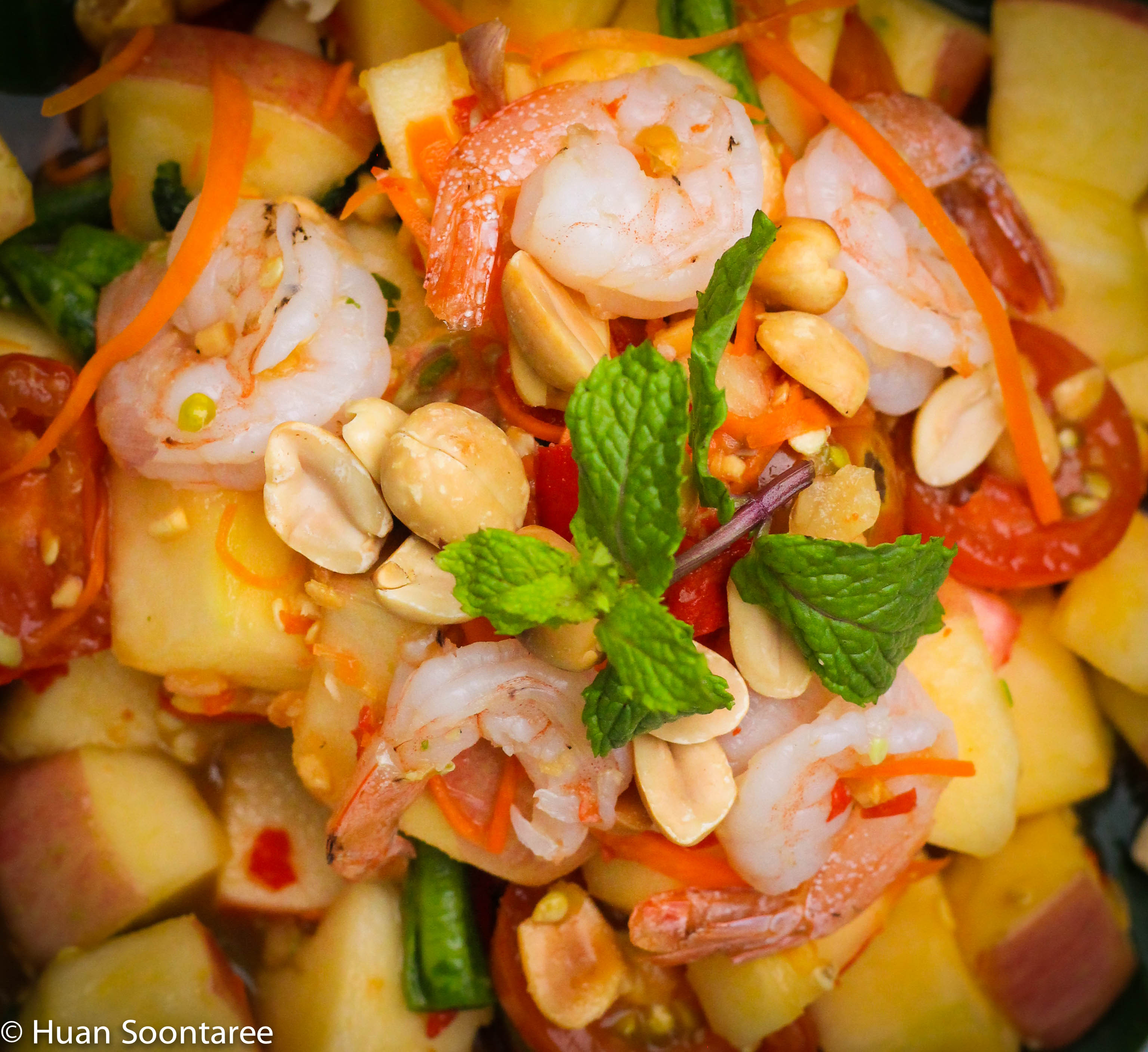 07 Apple and prawn salad