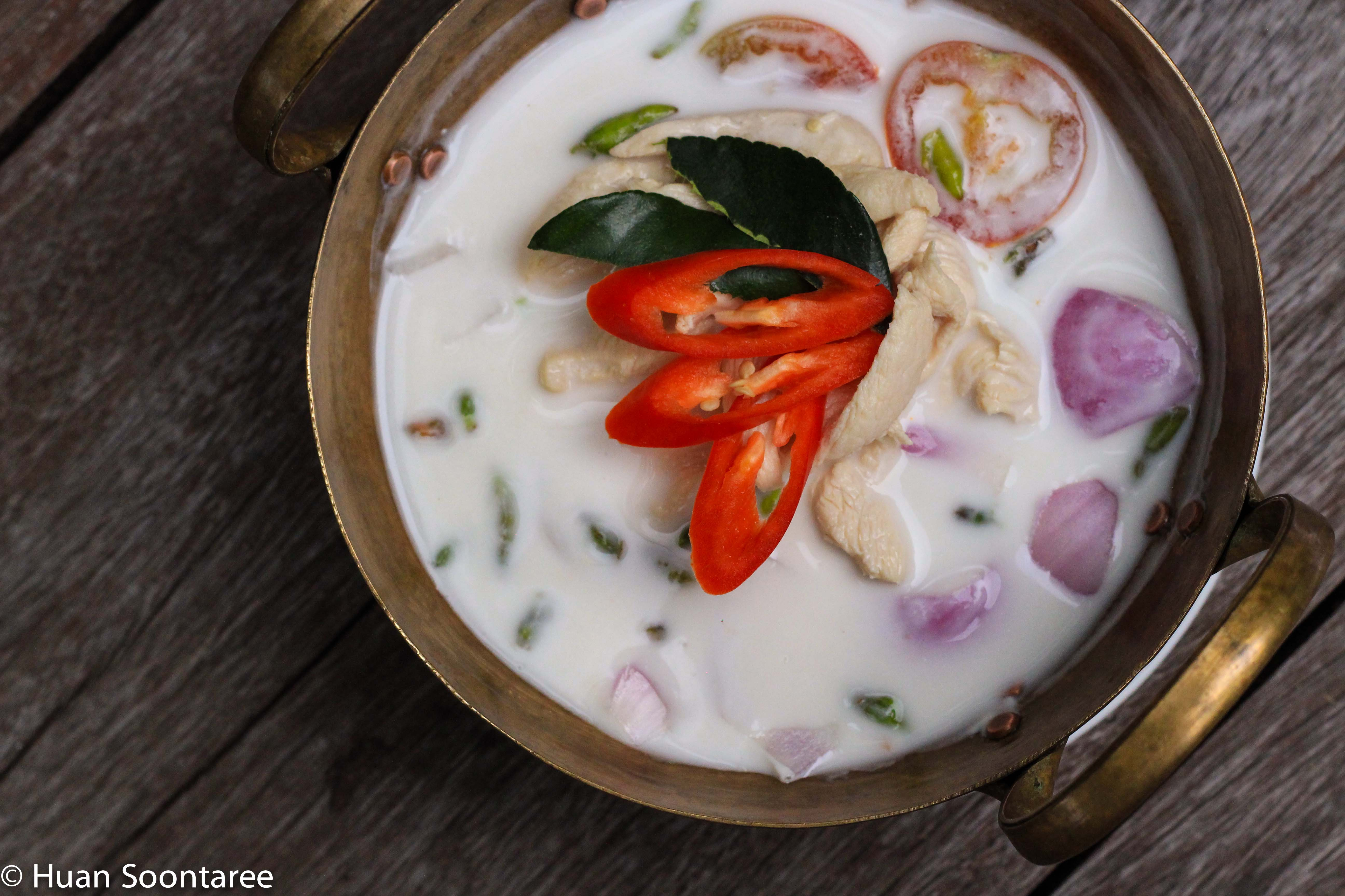01 Tom Kha coconut soup with chicken or prawns - Small or Large