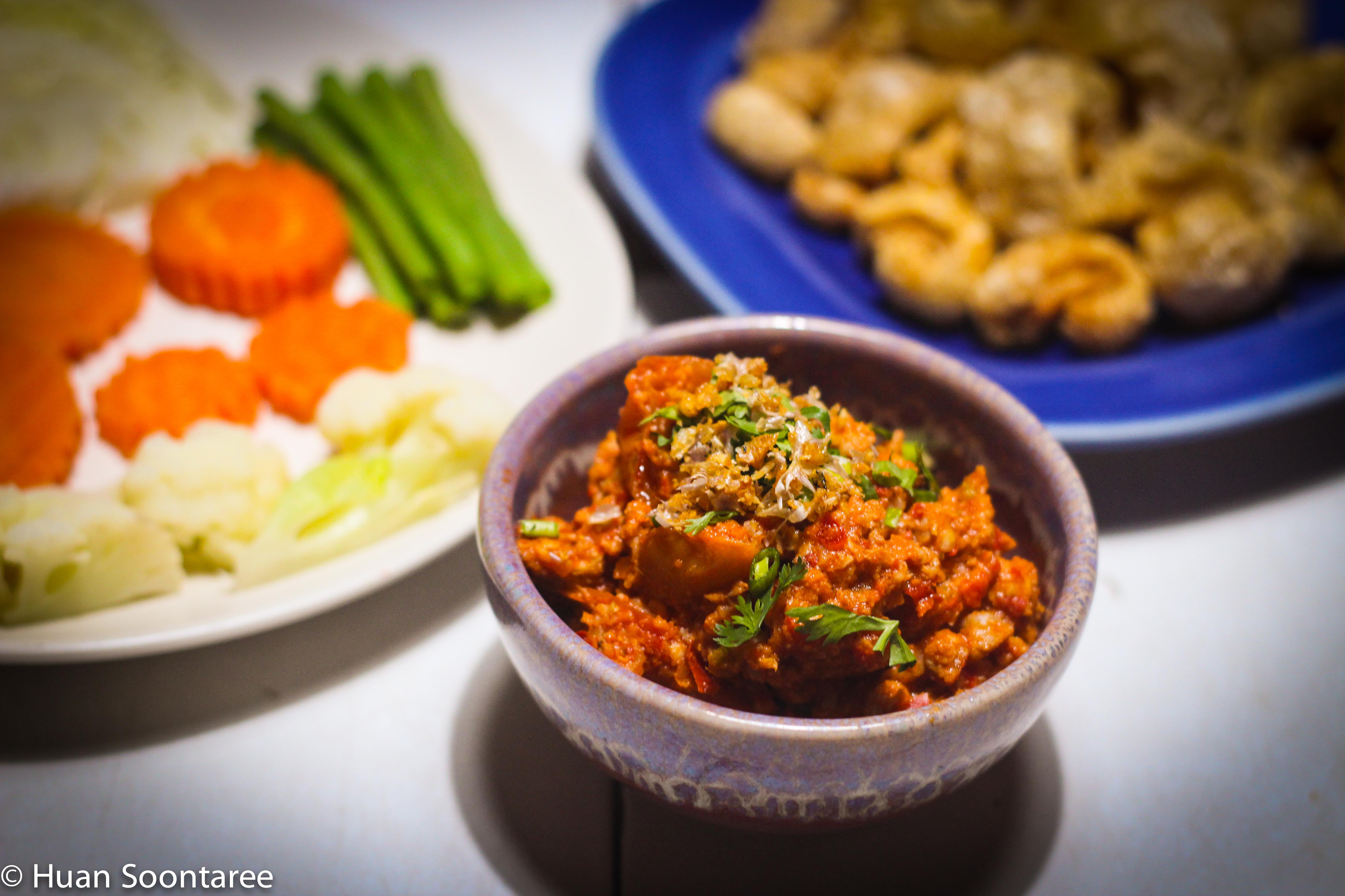 03 Chiang mai bolognese dip with pork crackling