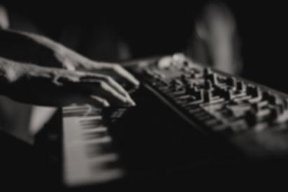 Piano%2520Player_edited_edited.jpg