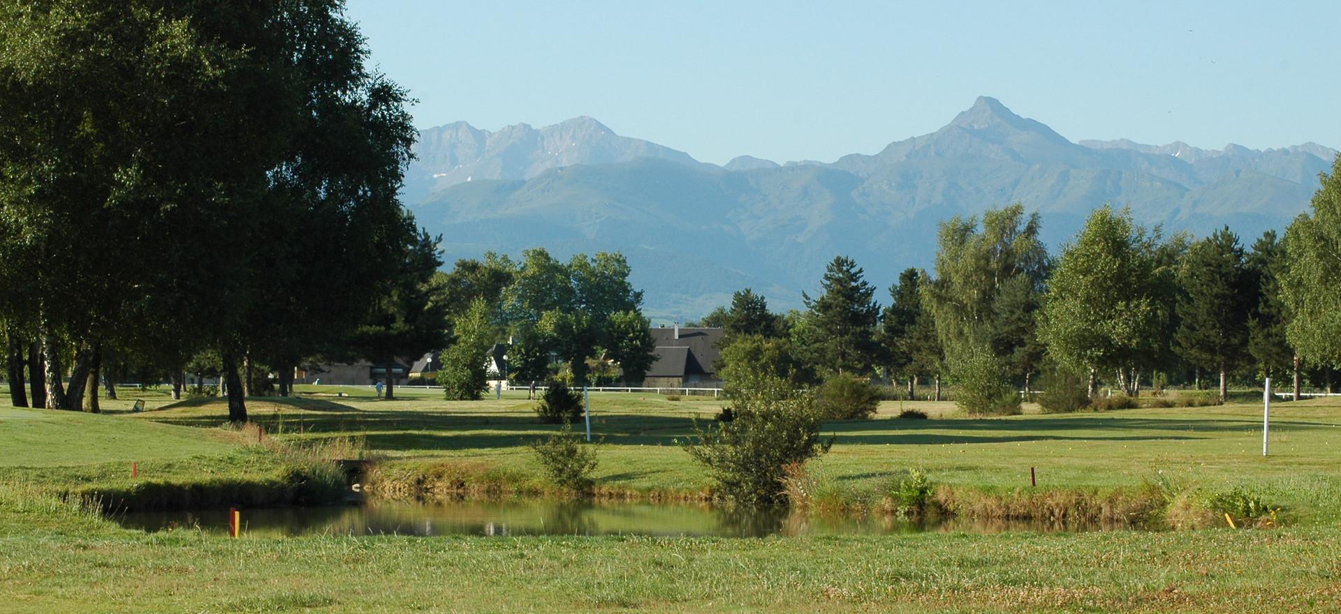 Vue sur les Pyrénées depuis l'hippodrome