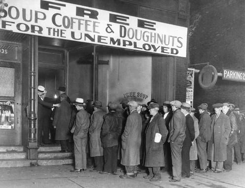 Unemployed seek foiod handouts Great Depression