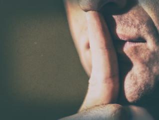 Libertà di espressione? Si, ma prima imparare il silenzio.