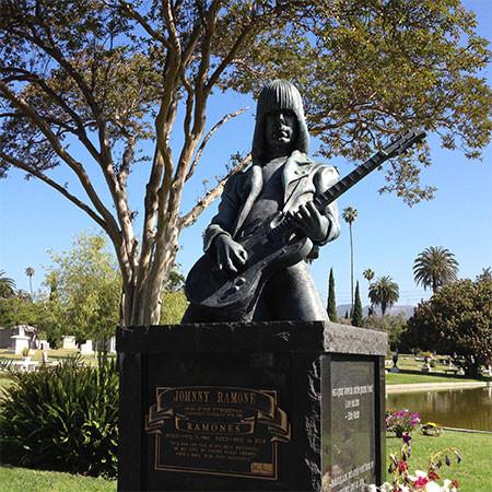 ジョニーラモーン 墓