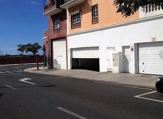 LN-020-D Local Comercial Rent a Car Adeje