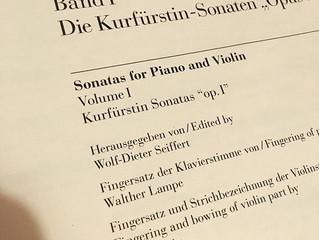 W.A. Mozart Sonaten, oder wie man mehrere Braten auf einem Feuer bratet
