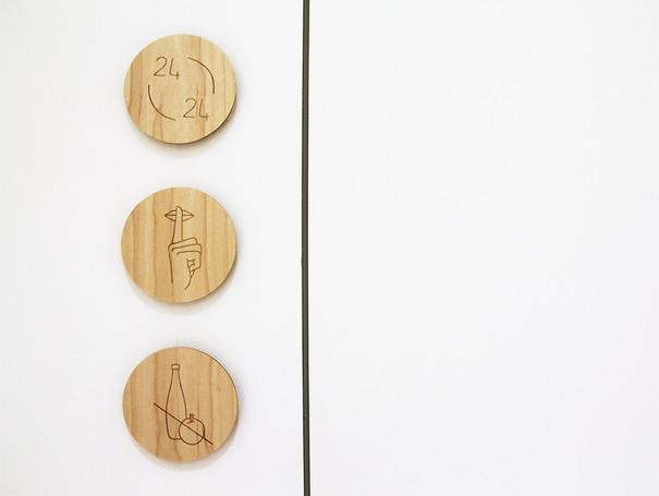 Pictogrammes, signalétique gravure sur bois, Espace de ressourcement, Purpan, Toulouse