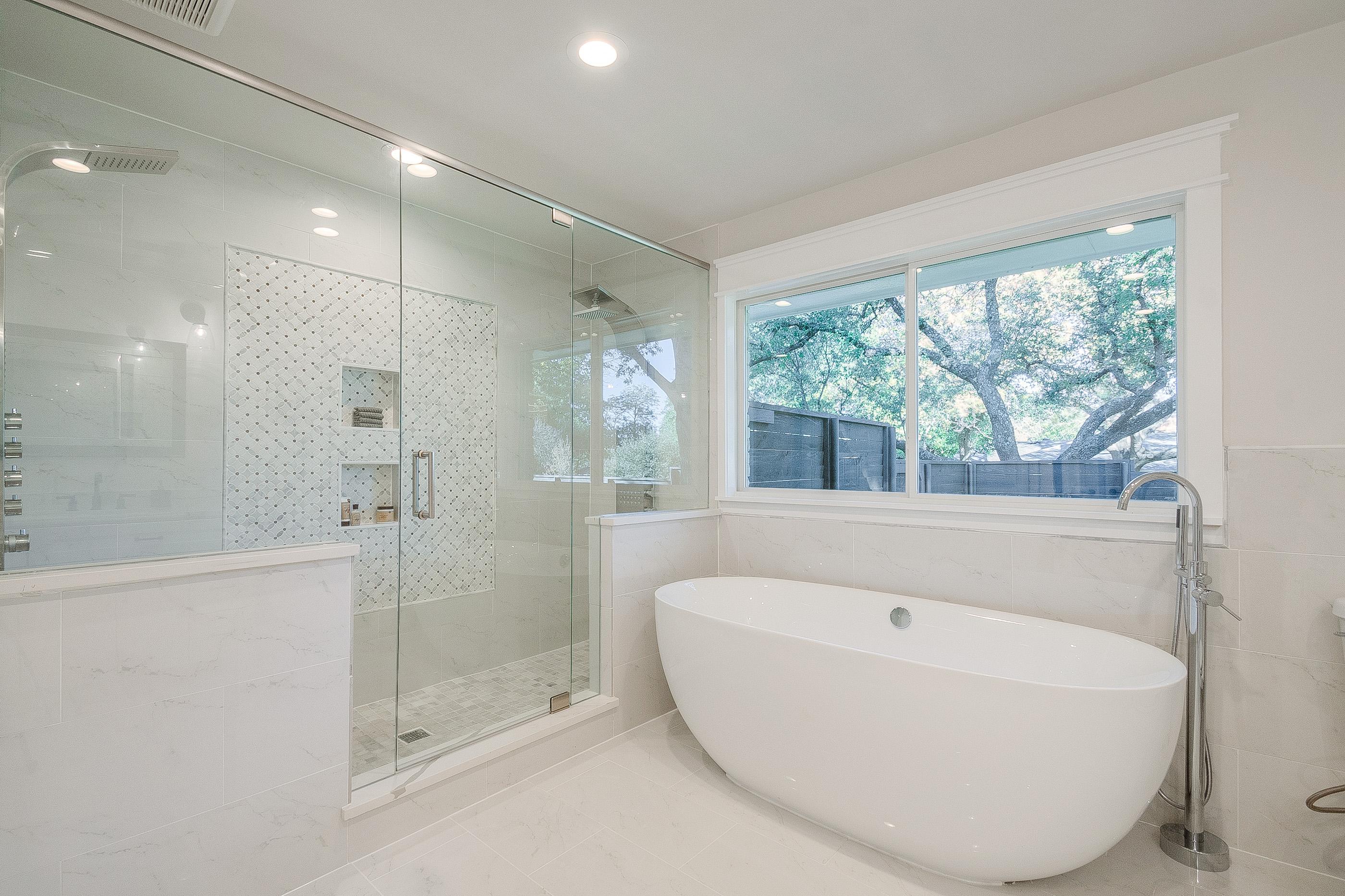 23 - master bath.jpg