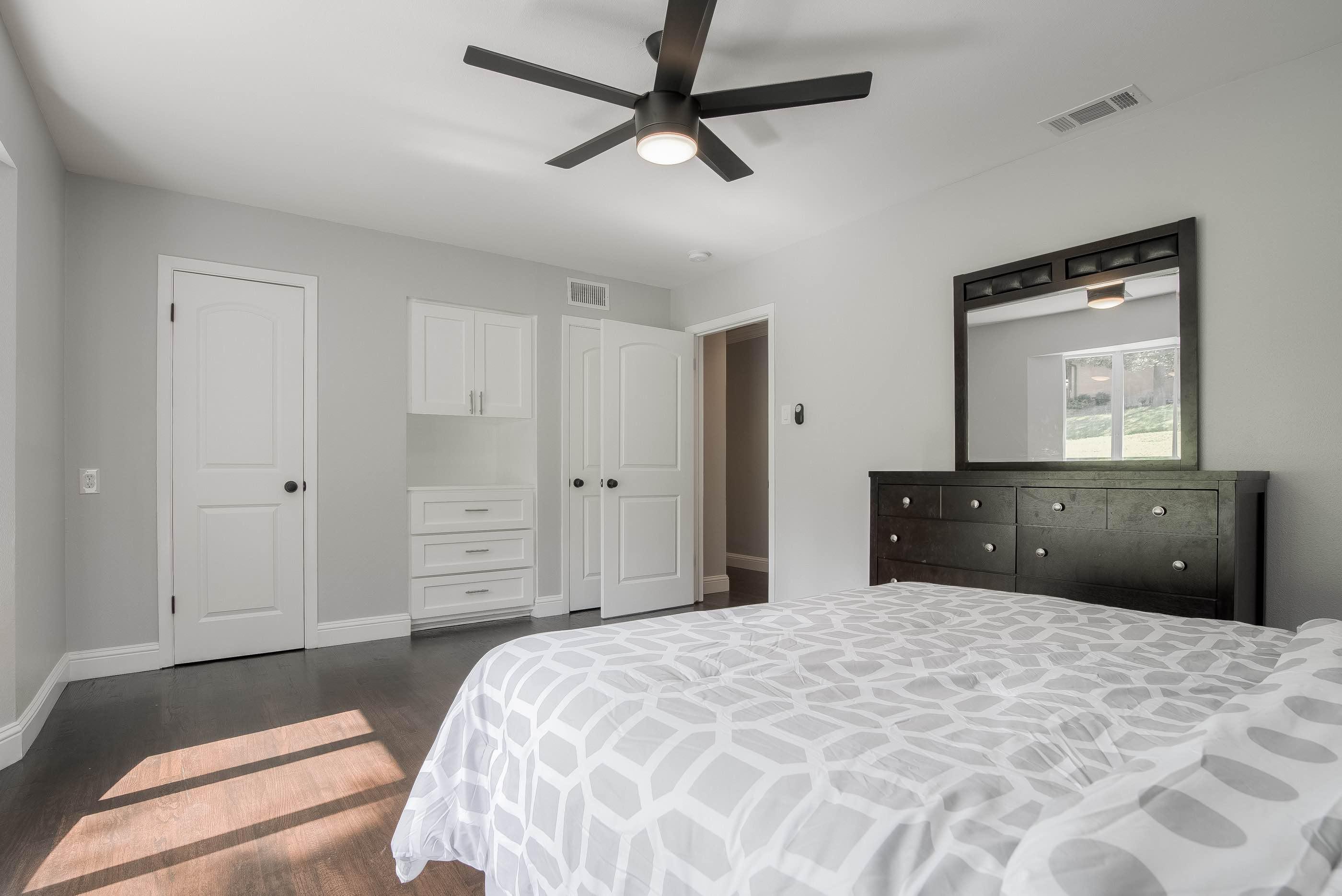 24 - bedroom dresser.jpg