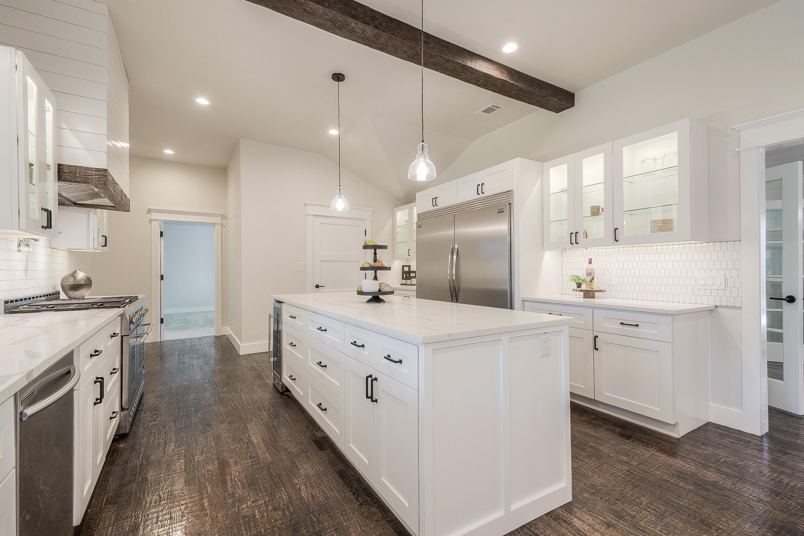8 - kitchen 2.jpg