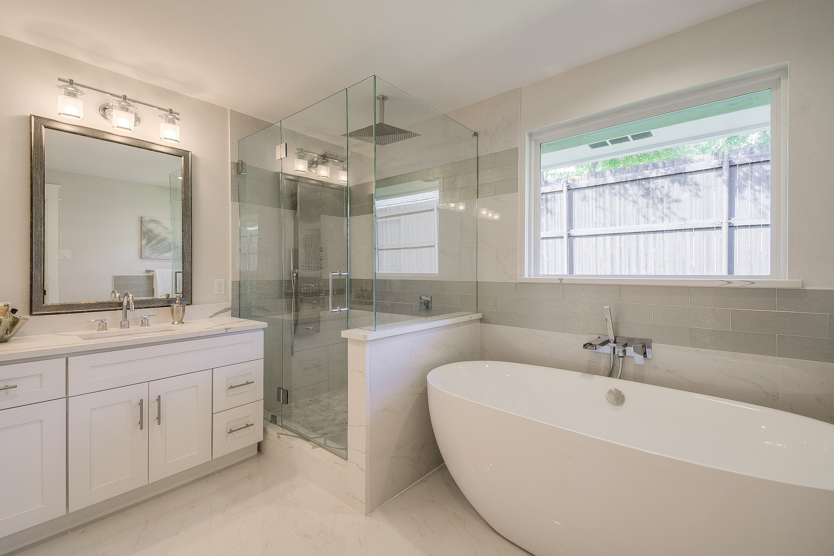 23 - master bathroom.jpg