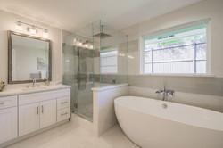 23 - master bathroom.jpg