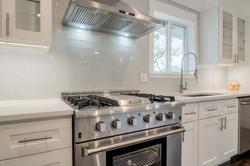 11 - kitchen oven.jpg