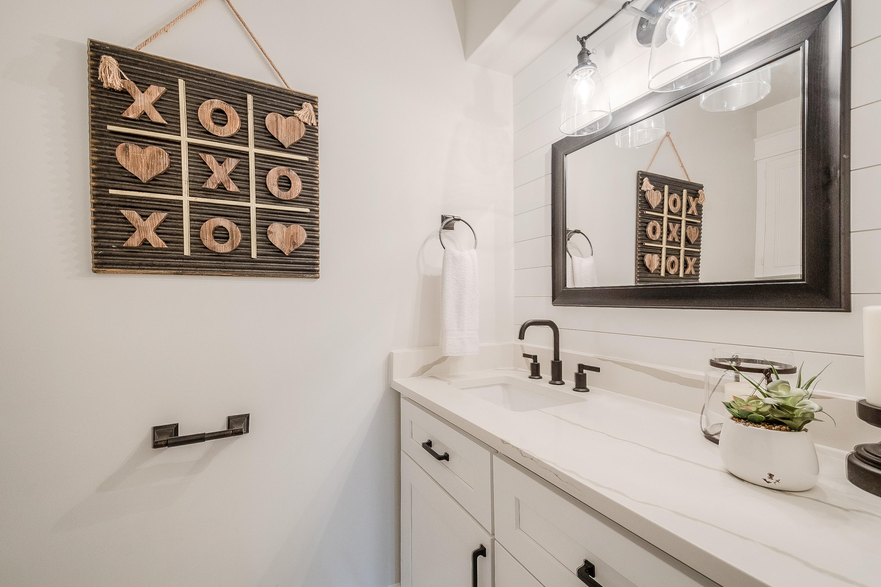 29 - hall bath.jpg