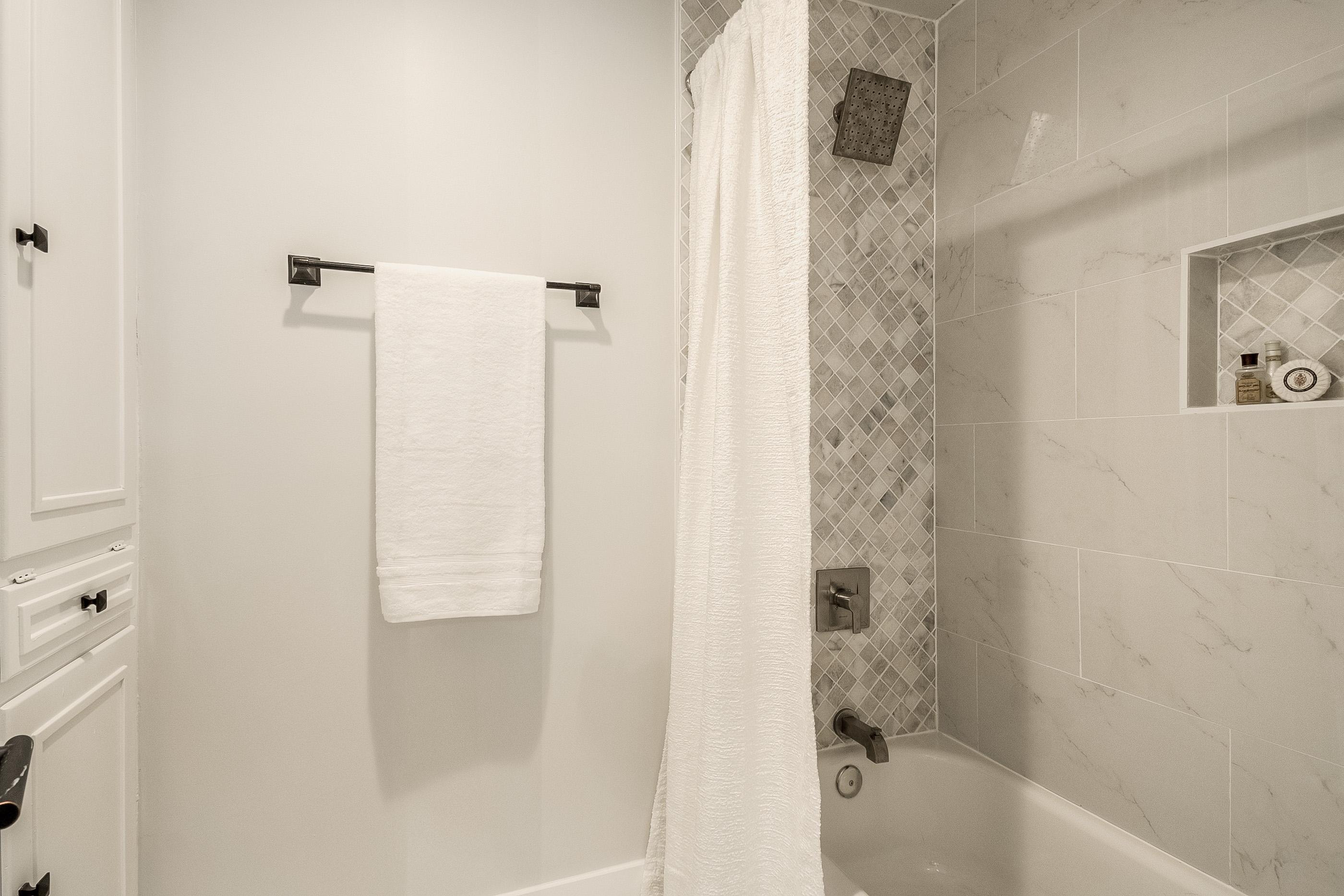 27 - jack and jill bath 2.jpg