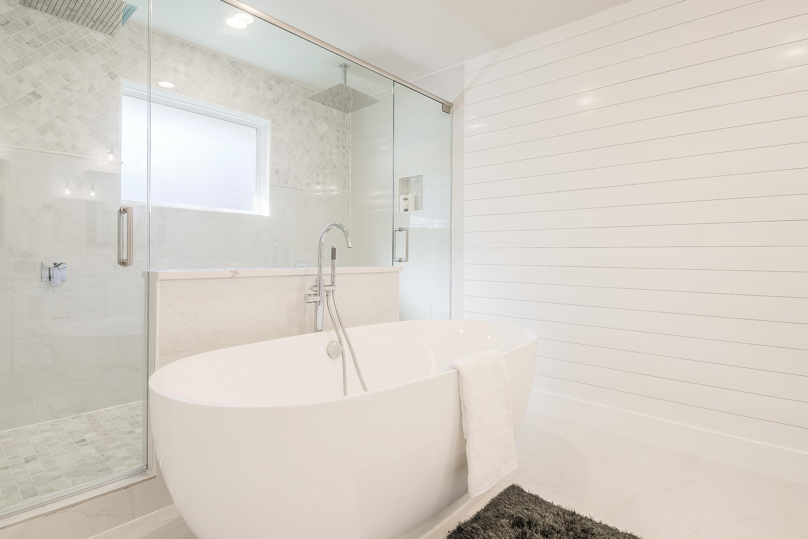 19 - master bath2.jpg