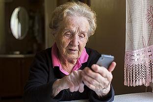 aldre-kvinna-m-mobil.jpg