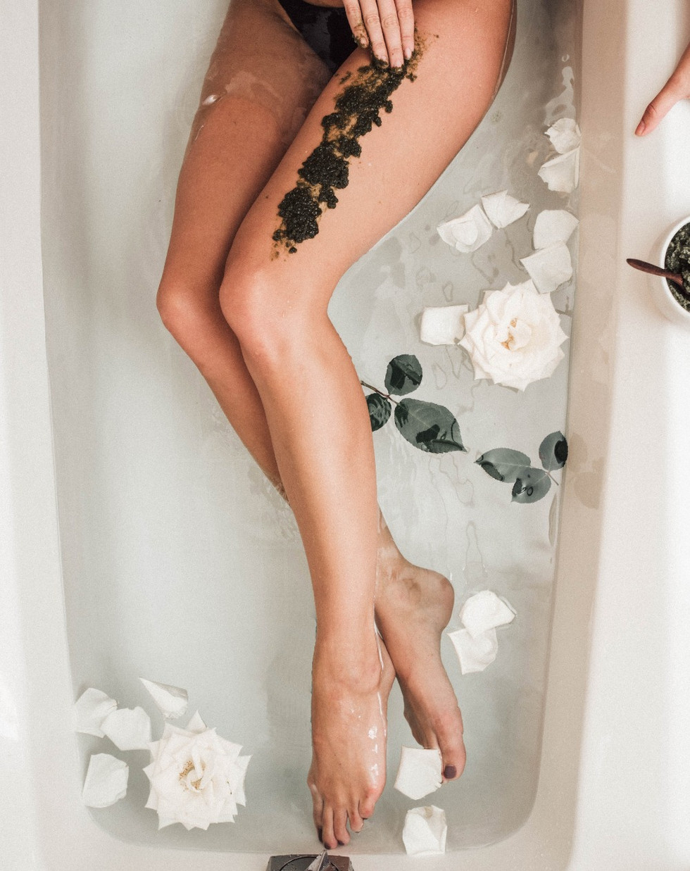 How to Bathe Like a Pro + 12 Natural Bath Essentials