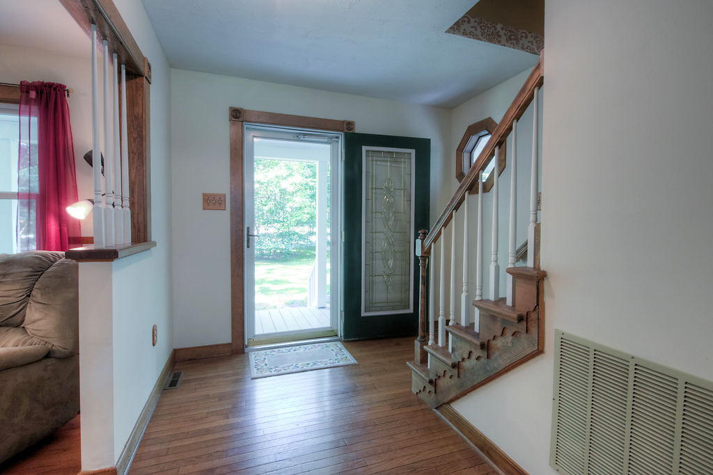 4331 Three Bridge Rd Foyer