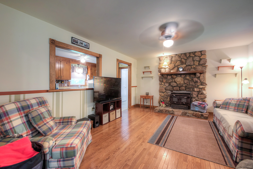 4331 Three Bridge Rd Family Room