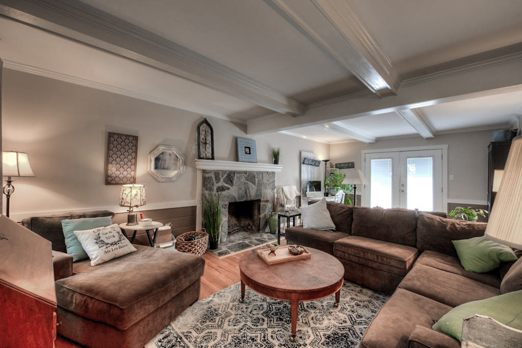 13025 Queensgate Rd Family Room 1