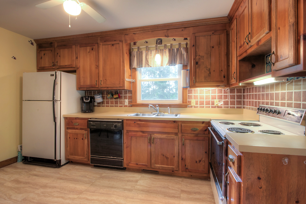 4331 Three Bridge Rd Kitchen