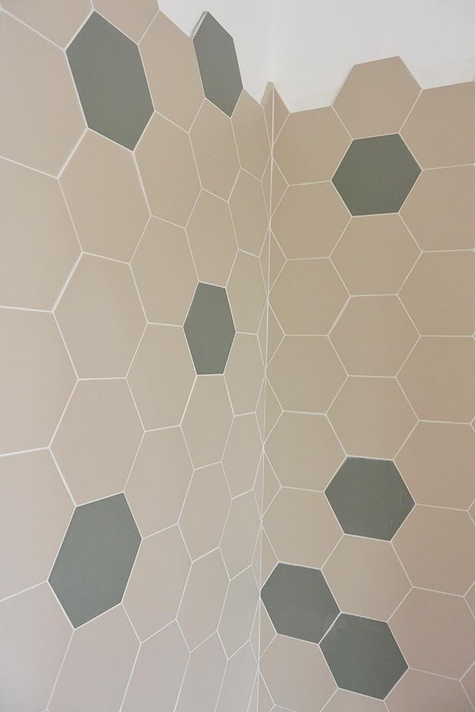 Studio Vert ristrutturazione appartamento - rivestimento con piastrelle esagonali