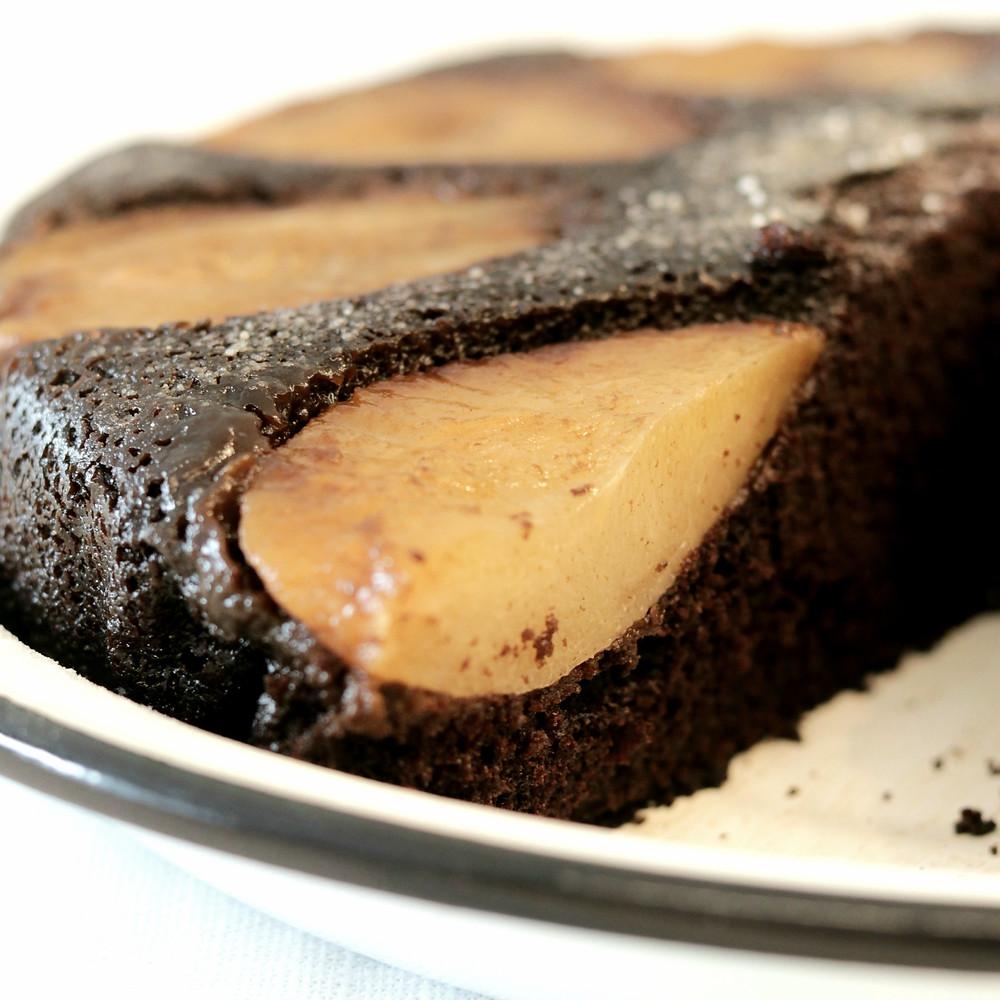 מבט מבפנים - עוגת שוקולד ואגסים