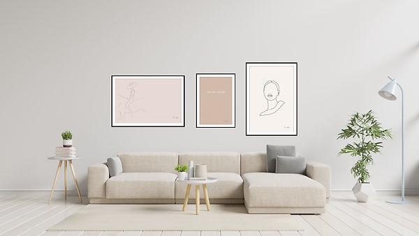 הדפסי אמנות ממוסגרים בפינת אירוח