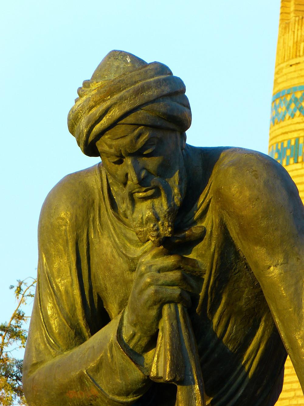 פסלו של מוחמד אבן מוסא אל-חואריזומי