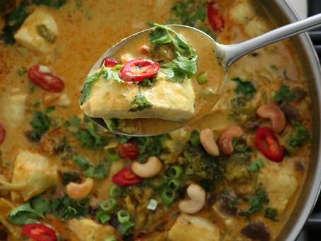 דג ברוטב קארי צהוב עם ירקות