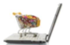 עגלת סופרמרקט מלאה מוצרים עומדת על לפטופ