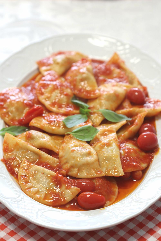רביולי בשר ברוטב עגבניות
